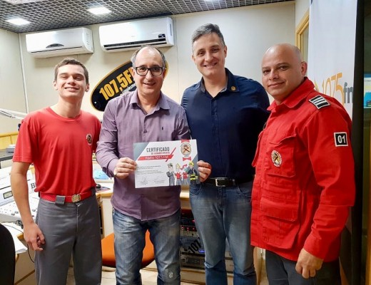 Rádio 107 é homenageada pelos Bombeiros Voluntários de Joinville